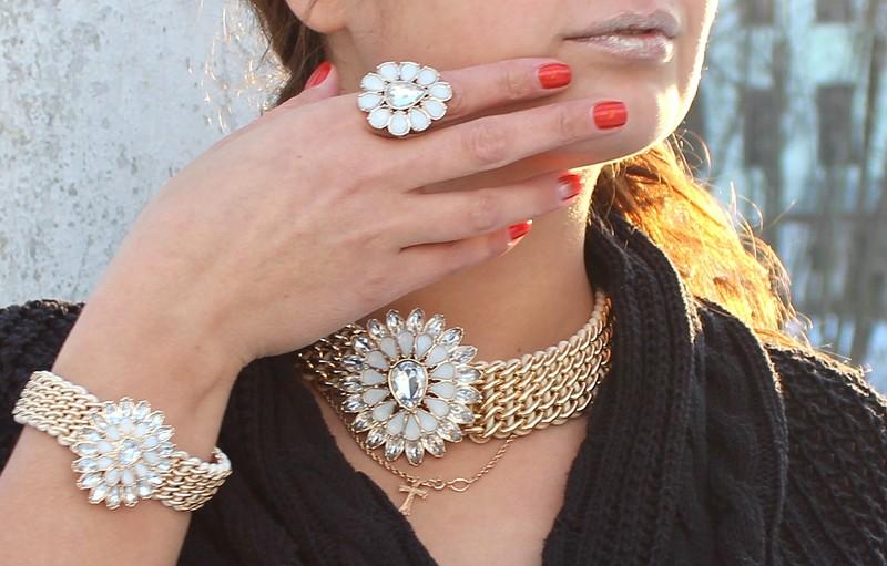 Колье, браслет и кольцо в одном стиле
